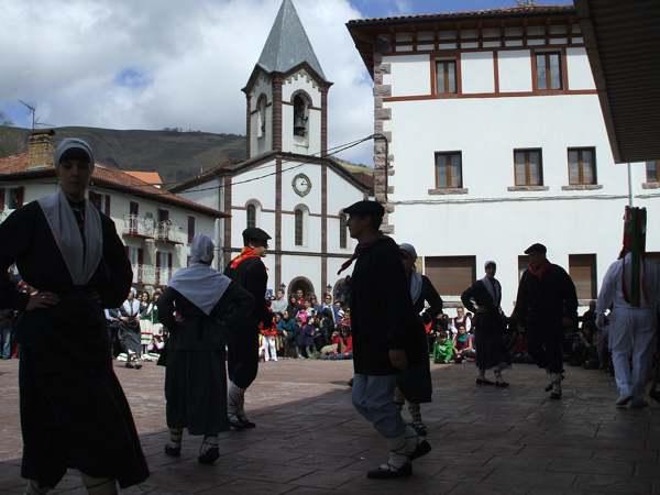 Bolantes de Valcarlos, Danza, Tradición