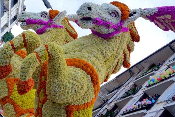 Batalla de Flores-Laredo- Fiesta- Imagen2-carroza