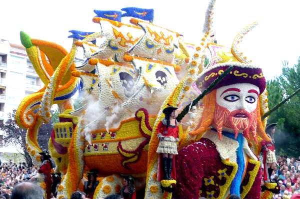 Batalla de Flores-Laredo- Imagen4-carroza