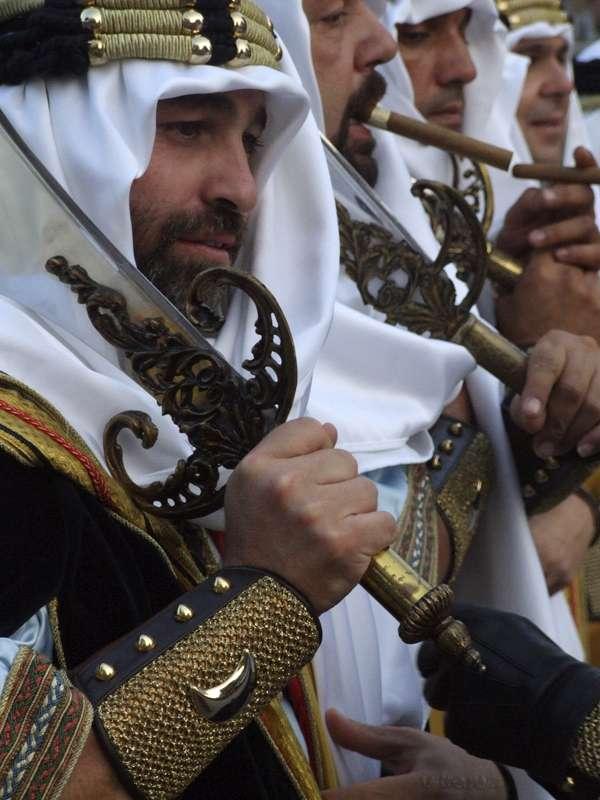 Moros y Cristianos en Crevillente - Fiestas Mayores - Desfile -Tradición-imagen1