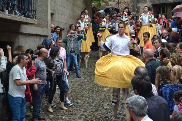 danza de los zancos de anguiano-tradicion-imagen3