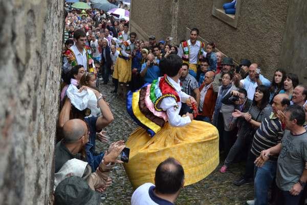 danza de los zancos de anguiano-tradicion-imagen4