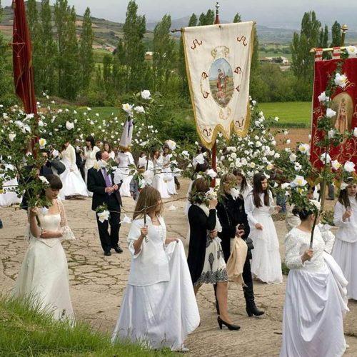 Procesión de las 100 Doncellas de Sorzano, donde tributo, rito y  culto se unen