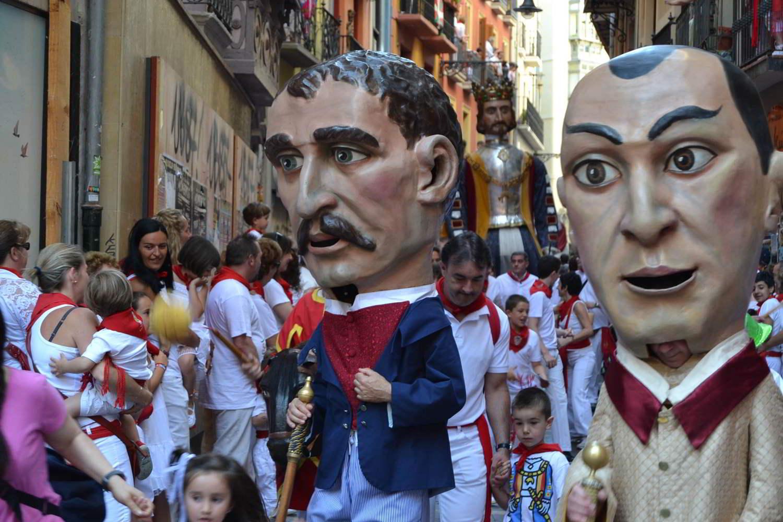 Descubre los Sanfermines como una Familia de Pamplona